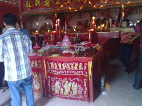 2 altar sembahyang by erit07.jpg