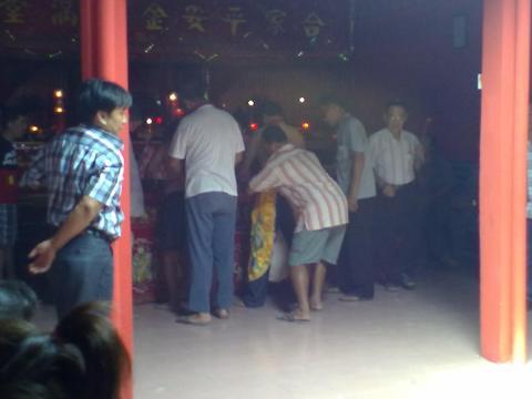 menuju altar by erit07.jpg