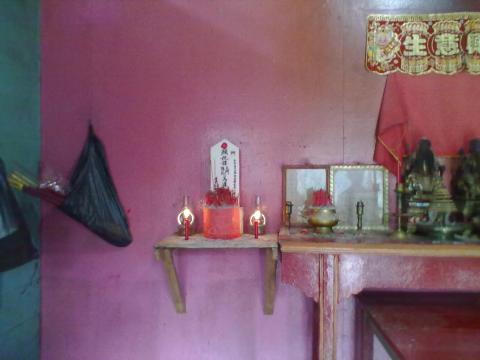 altar nenek.jpg
