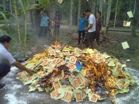 pembakaran kertas sembahyang2.jpg