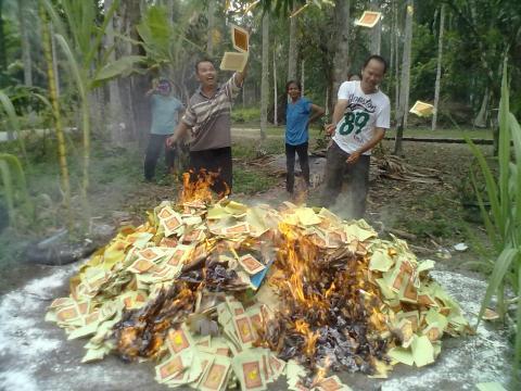 pembakaran kertas sembahyang3.jpg