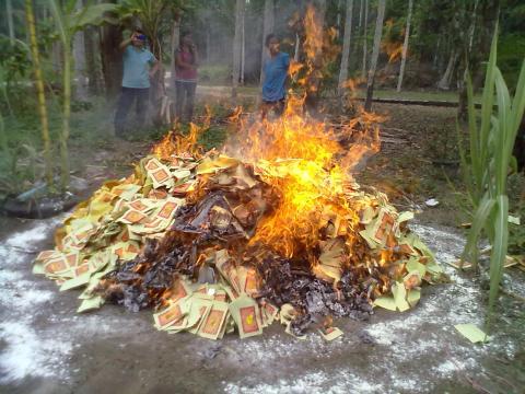 pembakaran kertas sembahyang4.jpg